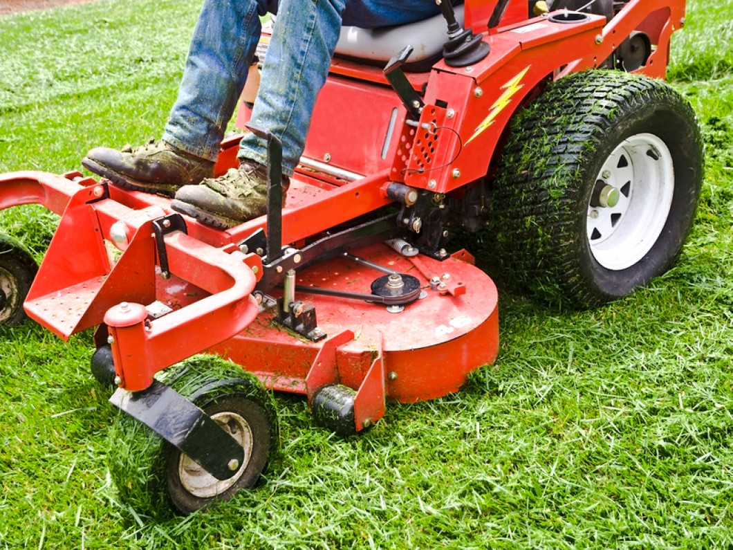 Turn to a Lawn Mowing Service You Can Trust in Bradenton, FL